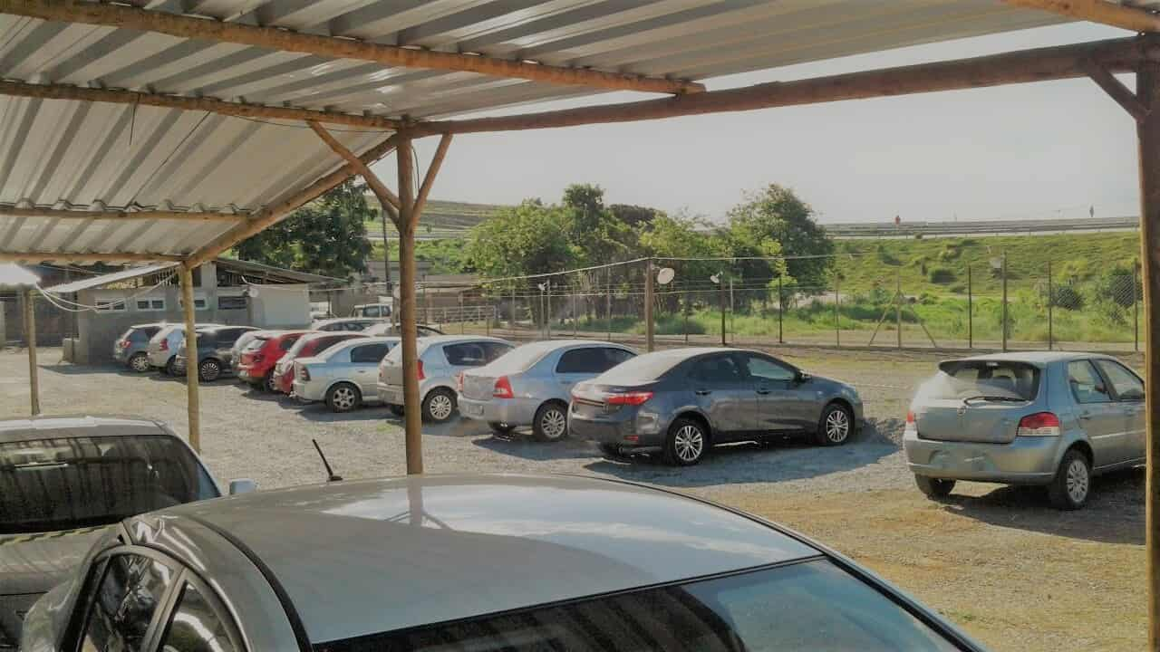Páteo do estacionamento Pátio Confins