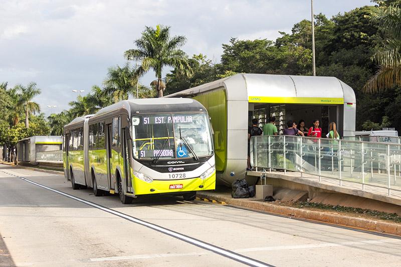 Onibus_BRT_Avenida_Antonio_Carlos_Belo_Horizonte_2014