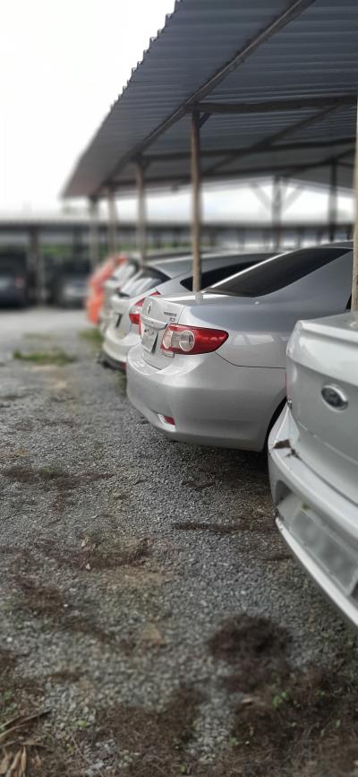 Visão de carro do páteo do estacionamento Pátio Confins