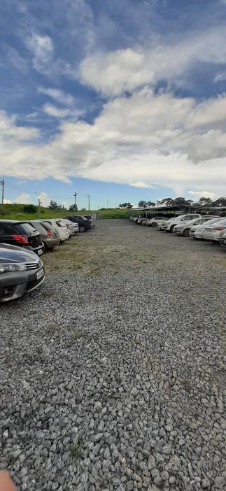 Visão área descoberta do páteo do estacionamento