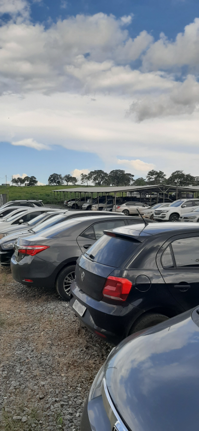 Vista das vagas descobertas do páteo do estacionamento